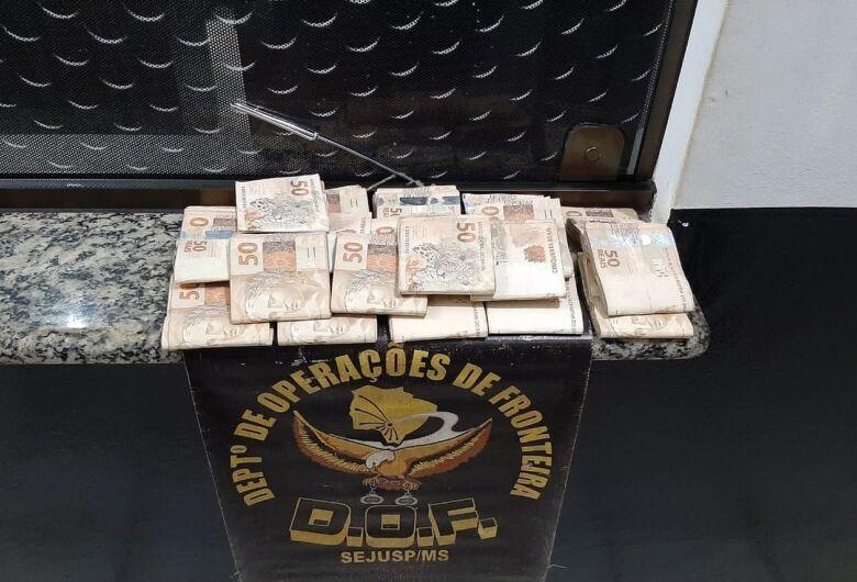 Polícia apreende R$ 20 mil em notas sem comprovação em rodovia de MS