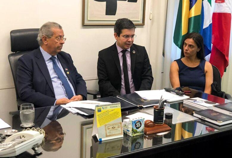 Parlamentares de três partidos pedem cassação do mandato de Flávio Bolsonaro