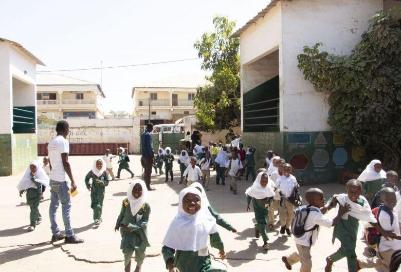 Com apoio da ONU no Brasil, Gâmbia entra em nova fase do programa de alimentação escolar