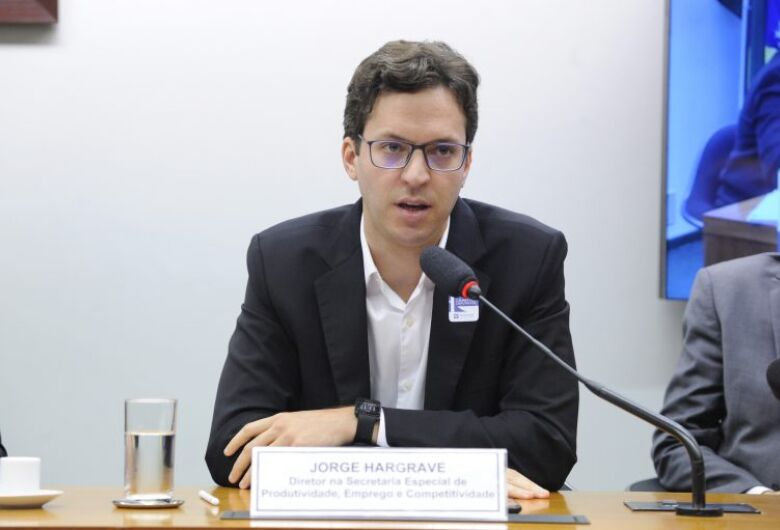 Amazônia: Diretor do Ministério da Economia diz que governo tem que coibir desmatamento ilegal