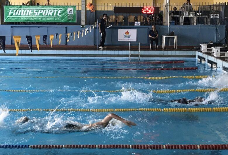 Ex-técnico da seleção brasileira, Alex Pussieldi ministra clínica de natação em Campo Grande