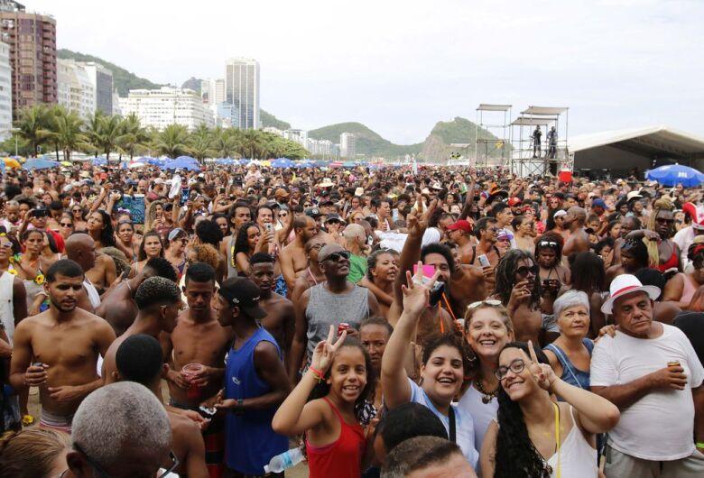 Carnaval: Médico diz como doença do beijo pode ser evitada