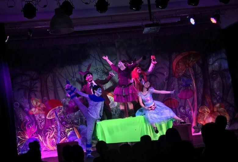 Que tal curtir a peça teatral Cinderela no Teatro Municipal de Dourados?