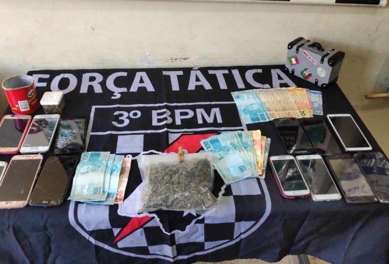 Força Tática prende trio por tráfico na Vila Industrial