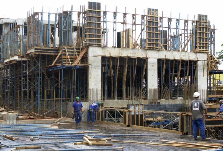 Confiança da construção recua 2 pontos em março