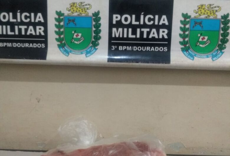 Dupla é presa por furtar chinelo e carne em supermercados