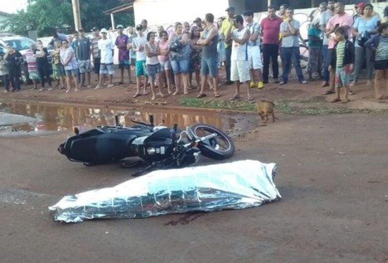 Motociclista morre após tentar desviar de buraco e ser atingida por carreta