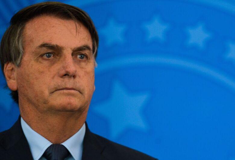 Bolsonaro sanciona lei da renda básica emergencial, mas impõe vetos