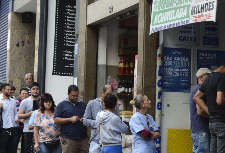 AGU: fechamento de lotéricas limita pagamento de benefícios sociais