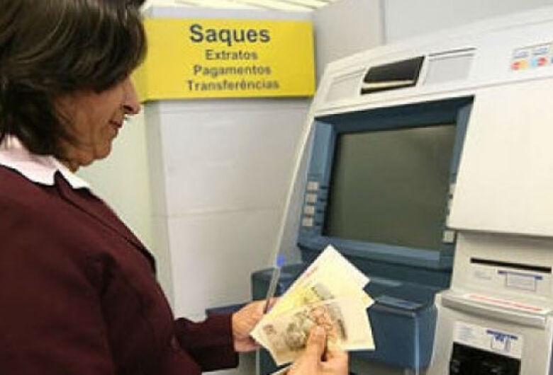 No primeiro dia do mês Governo libera pagamento de servidores que ganham até R$ 4 mil