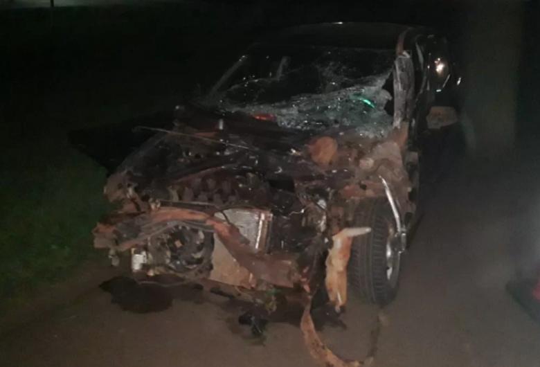 Acidente na BR-163 termina com homem ferido e carro destruído