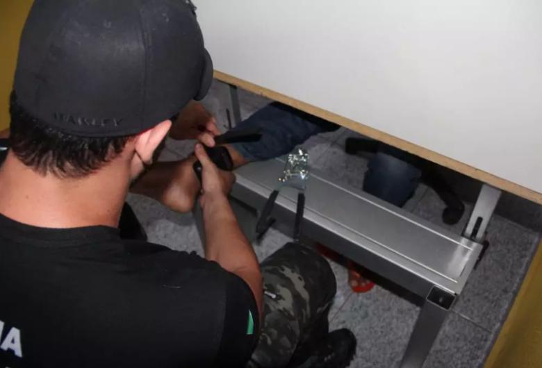 Centro de defesa dos direitos humanos pede soltura imediata de presos que aguardam por tornozeleiras