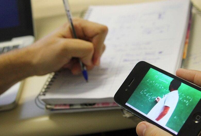 Estudantes podem ter acesso gratuito a aplicações de ensino a distância
