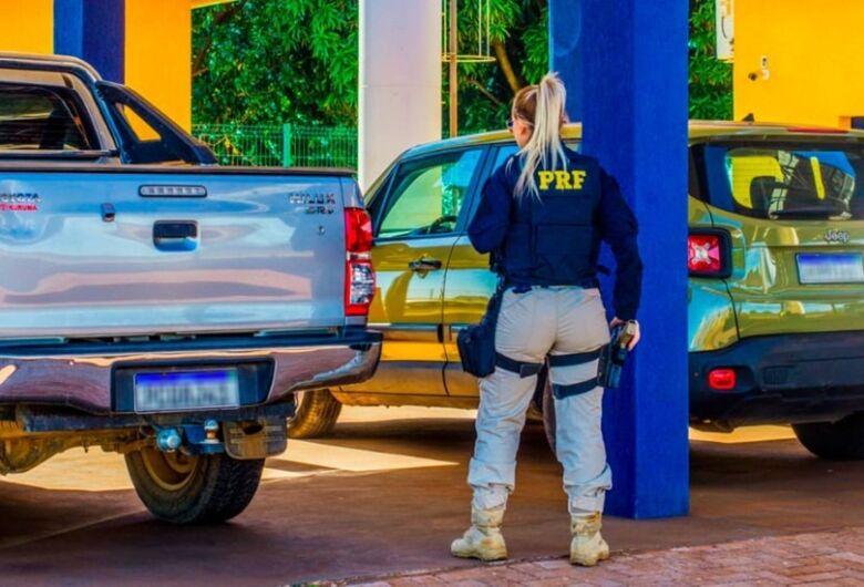 Polícia apreende três veículos roubados durante barreira na BR-060