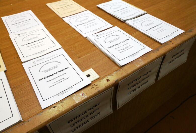 Prefeitura entregará escrituras a moradores em 19 bairros de Dourados