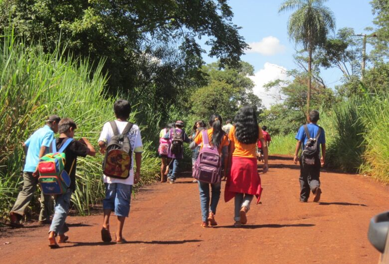 Sem internet, evasão escolar nas aldeias de Dourados pode passar de 40%