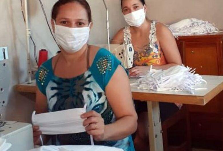 Indústria garante renda extra a costureiras de Dourados e Caarapó para fazerem máscaras