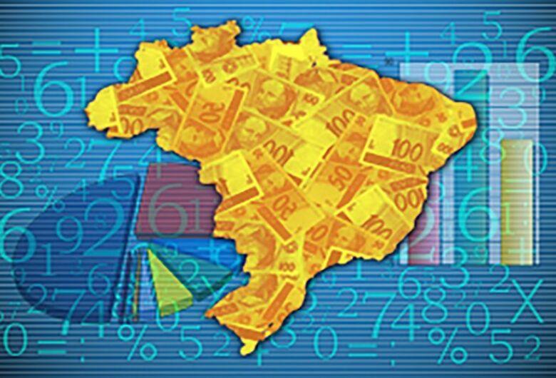 Bolsonaro sanciona auxílio aos estados e municípios, mas veta reajuste a servidores