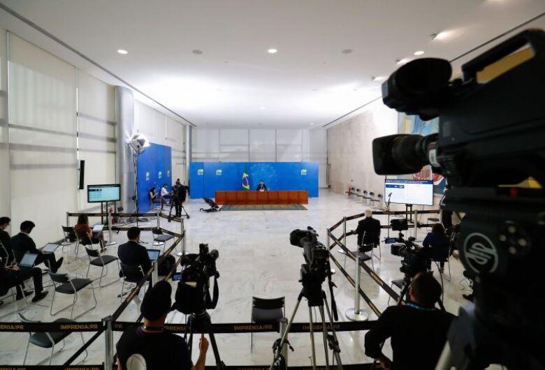 Projetos aumentam punição para agressões contra jornalistas