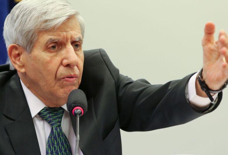 Apreensão de celular de Bolsonaro seria afronta, afirma Heleno