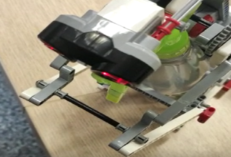 Com peças de Lego, alunas da UEMS criam robô que ajuda na prevenção do coronavírus