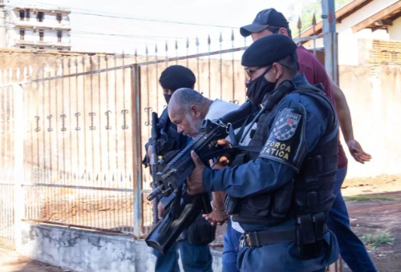 """""""Pedreiro Assassino"""" é transferido para presídio após defesa alegar tortura em delegacia"""