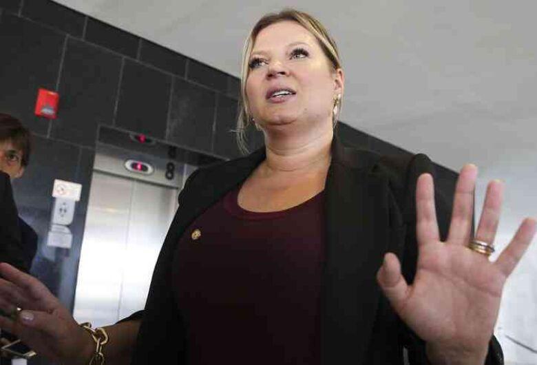Joice Hasselmann revela que está com COVID-19 e provoca Bolsonaro: 'Não é uma gripezinha'