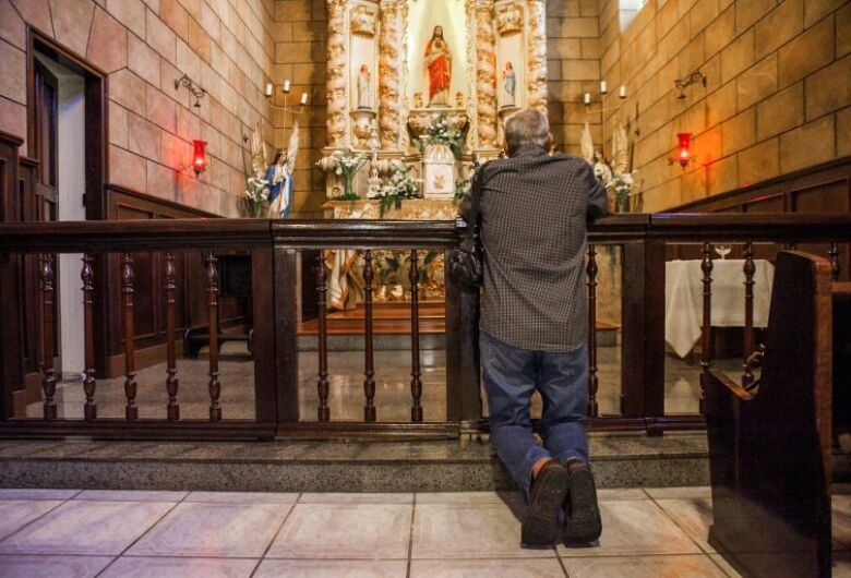 Proposta determina que igrejas e templos sejam atividades essenciais na pandemia