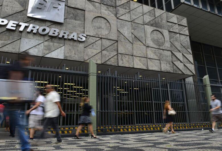 Petrobras espera adesão de mais de 9 mil funcionários em PDV