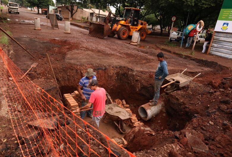 Drenagem da Rua Monte Castelo está sendo recuperada
