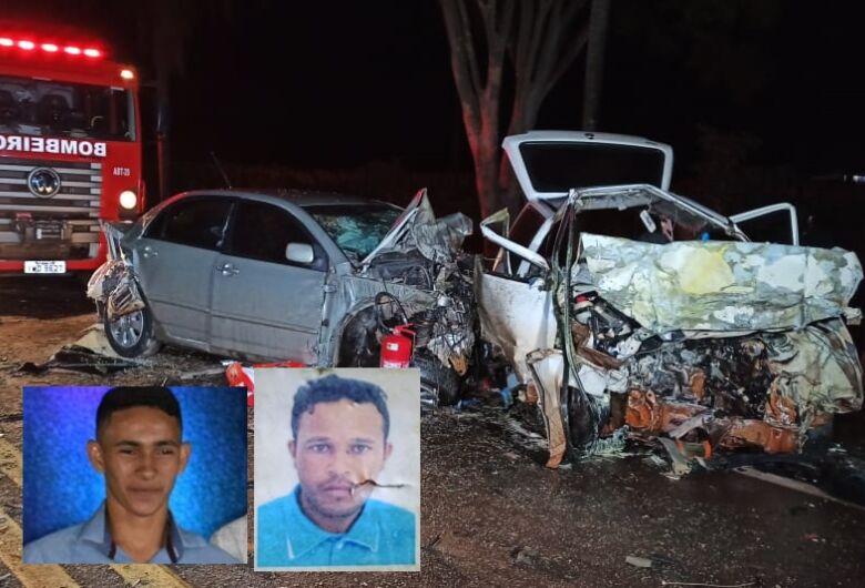 Dois morrem e uma mulher fica ferida em acidente que envolveu carros e carreta em Vicentina
