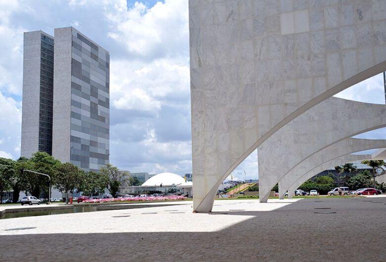 Bolsonaro veta repasse de R$ 8,6 bilhões para combate a coronavírus