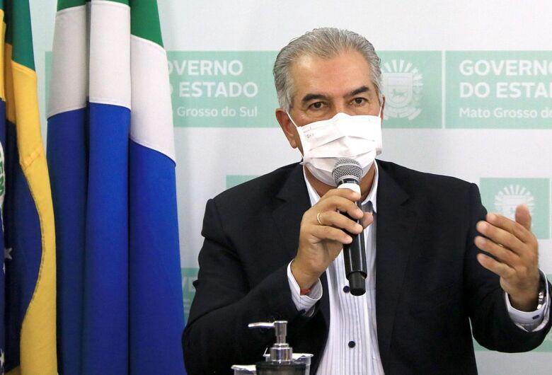 """""""Isso não é uma competição"""", diz Reinaldo Azambuja sobre números do coronavírus"""