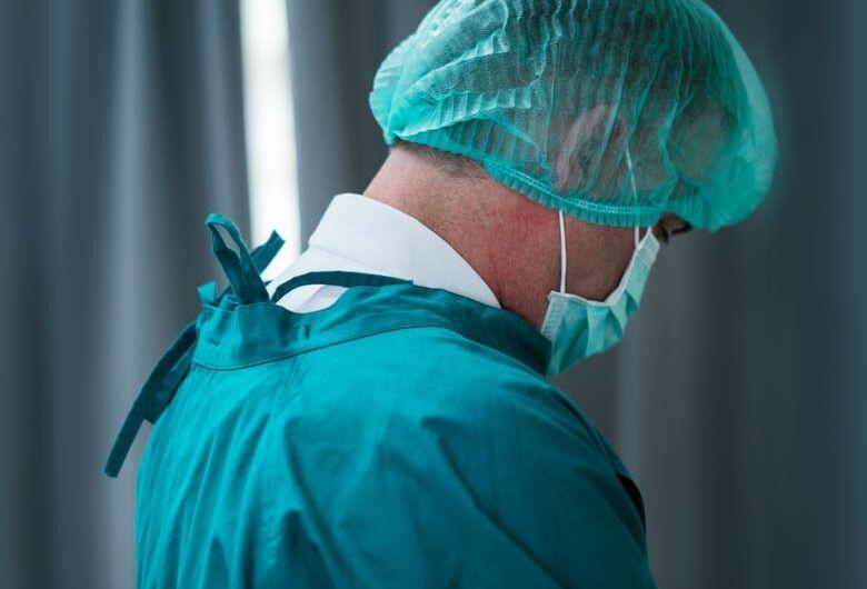 """""""Se os profissionais da saúde adoecerem, quem vai cuidar da população?"""", alerta psicanalista"""