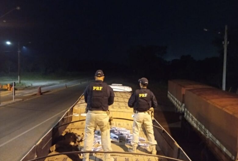 Dupla é presa com caminhão adulterado e outro 'recheado' com quase 500 mil maços de cigarro