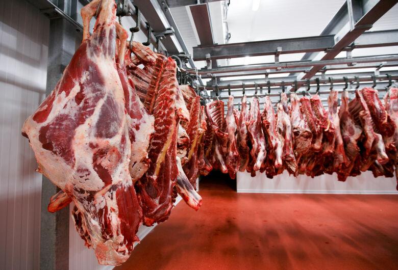 Seis frigoríficos do Brasil têm exportações de carne suspensas para a China por preocupações com a Covid-19