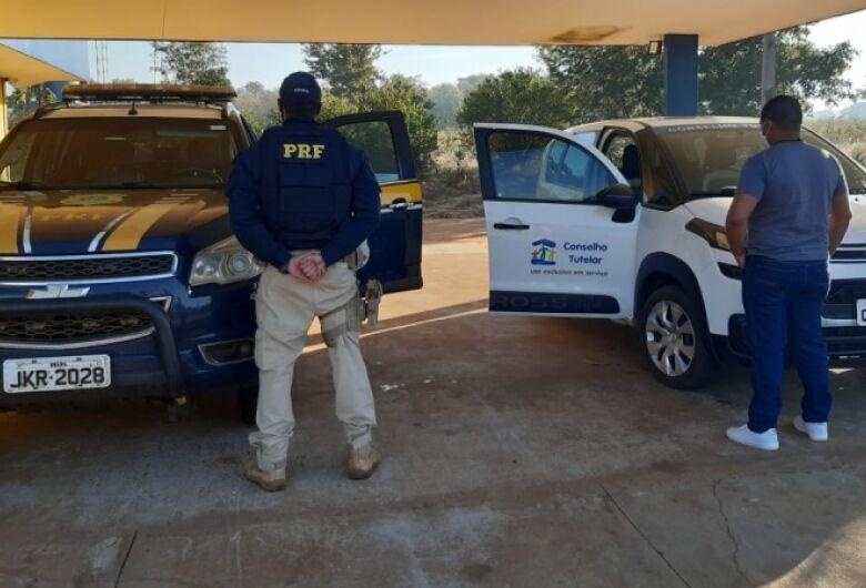 Homem acusado de abusar da enteada de 12 anos é preso em fiscalização de rodovia