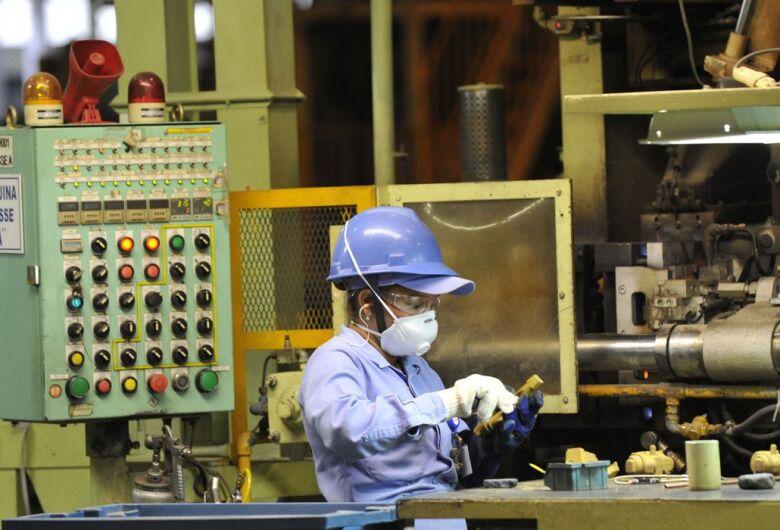 Crise causa impacto na indústria, que precisa de mudança, diz CNI