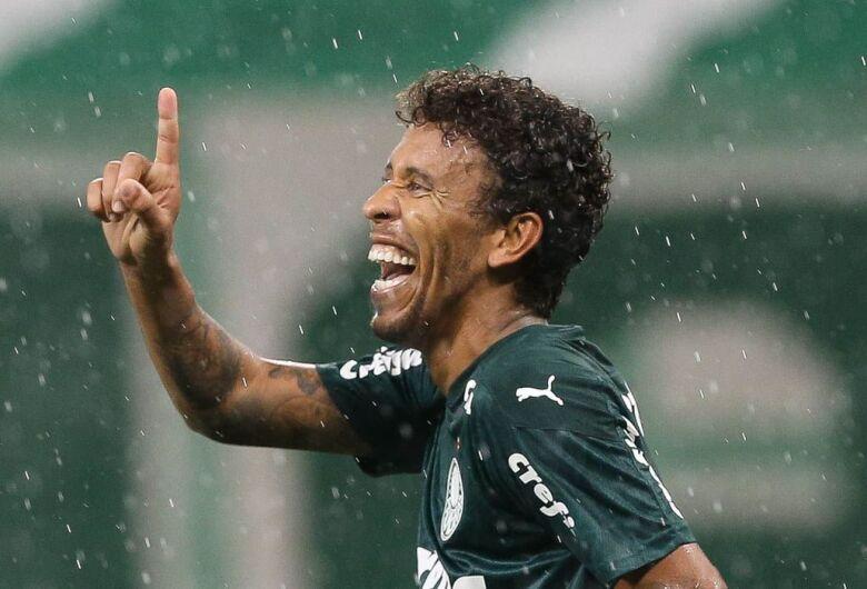 Com gols no fim, Palmeiras bate Santo André e vai à semi do Paulista
