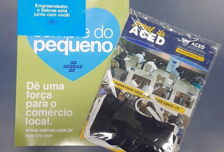 Aced distribui informativo, máscaras e cartazes de incentivo ao comércio