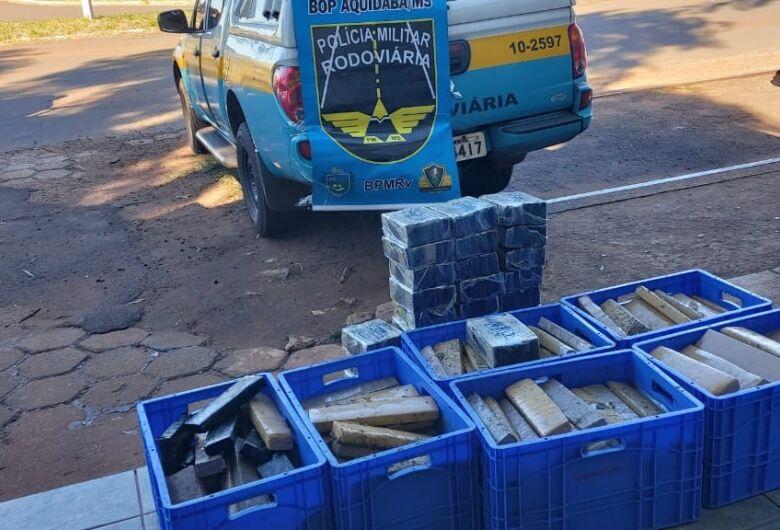 Polícia apreende 260 kg de maconha em compartimento secreto de caminhão