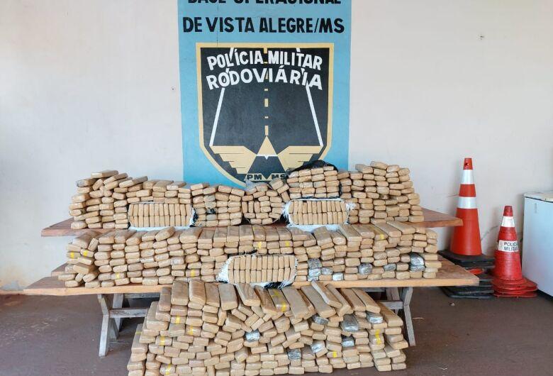 Polícia recupera veículo roubado que transportava quase meia toneleda de drogas