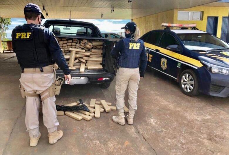 Jovem que receberia R$ 15 mil por transporte de maconha é preso pela PRF