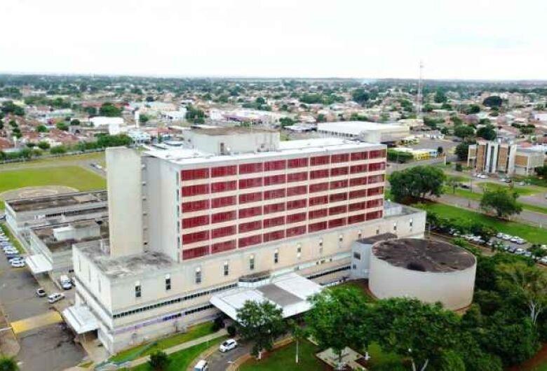Hospital Regional de Campo Grande começa usar contêiner para vítimas da covid