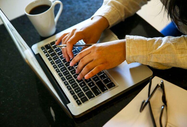 Home office foi adotado por 46% das empresas durante a pandemia