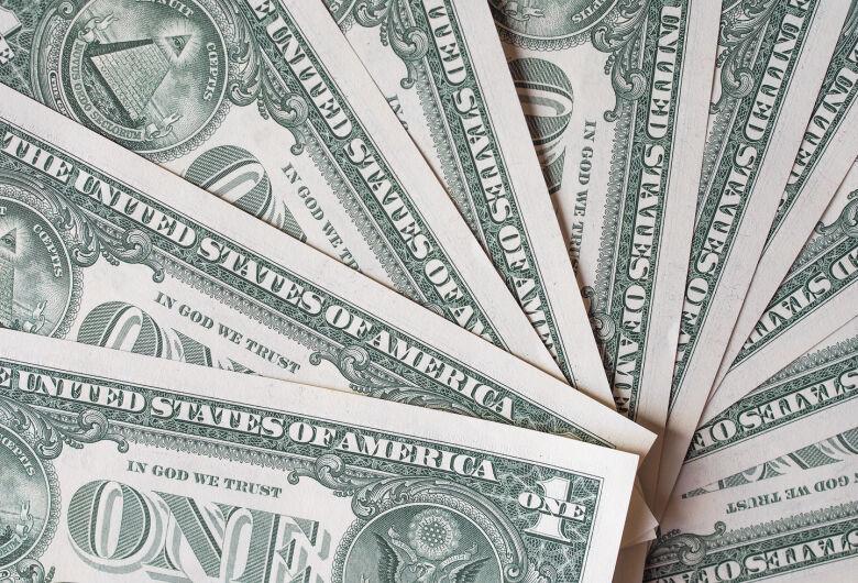 Dólar opera em queda nesta terça-feira