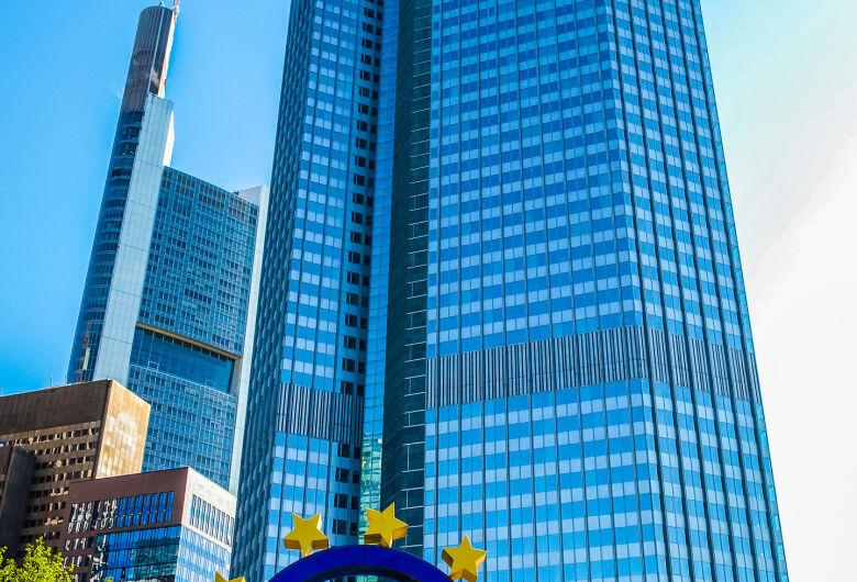 BCE dá pausa na política monetária mesmo com preocupações com pandemia