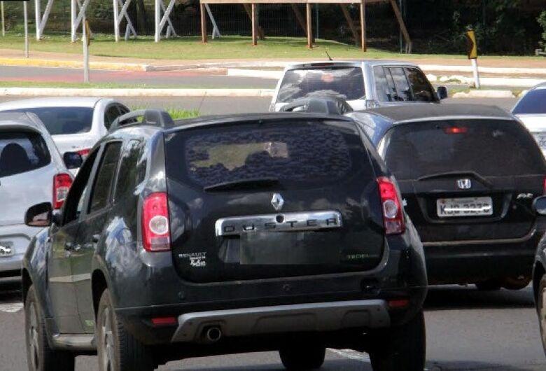 Julho é mês de licenciar veículos com placas finais 5 e 6