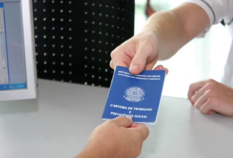 Gerente de vendas e operador de caixa estão entre as 904 vagas de emprego disponíveis no Estado