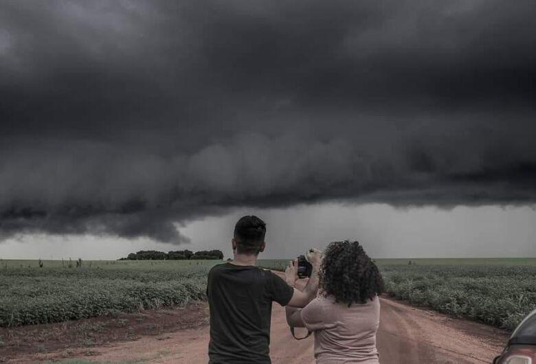 Fotógrafo douradense abre mão da calmaria para caçar tornados em MS